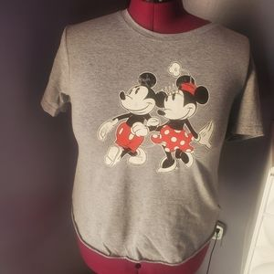 *3/20 Disney mickey/Minnie mouse distressed tshirt